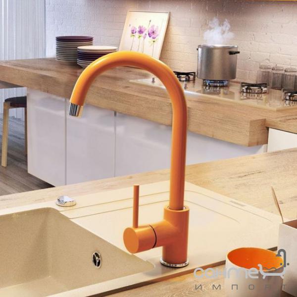 Оранжевый смеситель для кухни