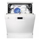 Отдельностоящая посудомоечная машина на 13 комплектов посуды Electrolux ESF9552LOW белый
